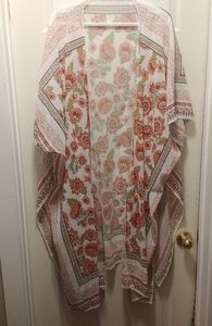 Tops - NWOT Ladies shawl size medium
